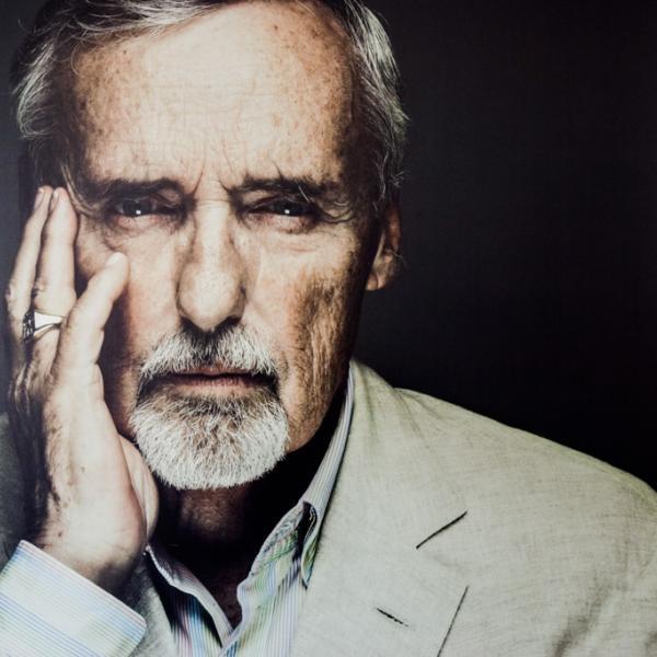 Portrait de Dennis Hopper dans la Suite Terrasse, l'une des suites signatures de l'hôtel © Yonder.fr