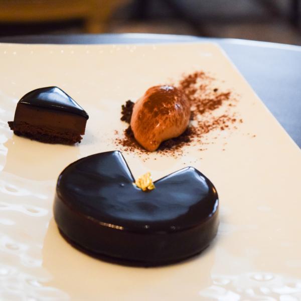 La composition de chocolat : un grand classique, ici parfaitement exécuté © Yonder.fr