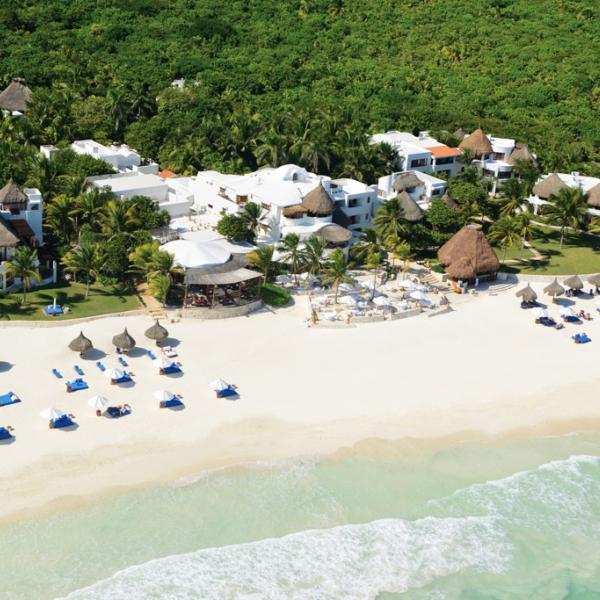 Vue aérienne du Belmond Maroma Resort & Spa et de sa somptueuse plage © Belmond