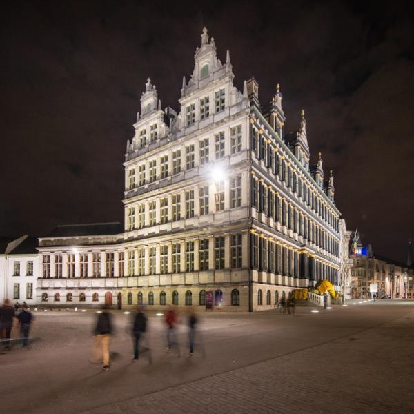 L'Hôtel de Ville illuminé © VisitGent