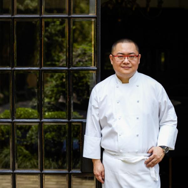 Portrait du chef Tony Lu, figure emblématique de la scène gastronomique chinoise émergente