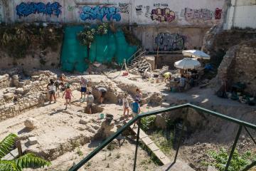 L'archéologie, une discipline de tous les jours à Athènes, ici dans Andrianou.