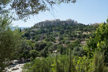 Depuis l'Ancienne Agora, on oublierait que l'Acropole se trouve au coeur d'une ville de 660,000 habitants.