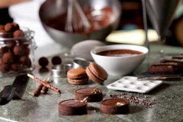 Chez <i> Chocolate </i>, des chocolats aux épices et saveurs locales : gingembre, cannelle, framboises et figues et les très typiques mastic et turkish coffee.  © Four Seasons Hotels & Resorts