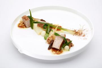 Plat gastronomique servi chez Hof van Cleve, le restaurant 3 étoiles de Peter Goosens © Hof van Cleve