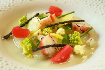 Haute cuisine servie chez De Karmeliet, le meilleur restaurant du centre de Bruges d'après le Michelin © De Karmeliet