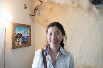 Chihiro, la femme de Max, a adopté le mode de vie local et vend broderie et perlages d'inspiration groenlandaise.