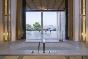 Les salles de bain s'ouvrent sur la terrasse du pavillon © Aman