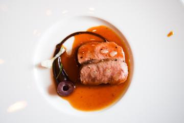 Si Richard von Ostenbrugge privilégie les produits locaux, son agneau vient de Lozère. Un signe qui ne trompe pas quant à la qualité des ingrédients utilisés dans ses plats. | © Yonder.fr