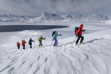 Ski dans les environs de Kuummiut. © Mads Pihl / Visit Greenland