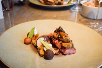 Plat de canard servi au déjeuner chez 't Zilte © Yonder.fr