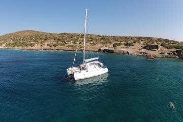 Votre serviteur et d'heureux plaisanciers à bord du catamaran de Sailing Athens. | © Sailing Athens