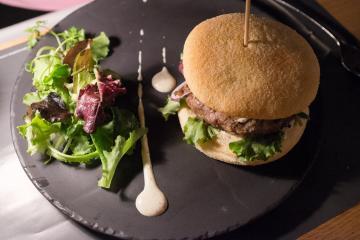 Burger d'agneau aux épices d'Orient.