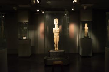 Les plus grandes des «figurines» des Cyclades ont en fait la taille de statues. Musée d'art cycladique.
