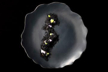 Monochrome et régulière, une assiette arty qui surprend au goût AM ©AlexandreMazzia