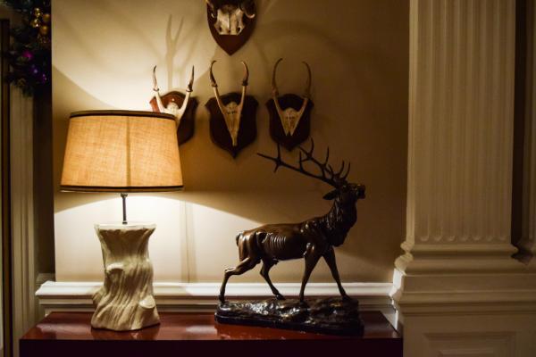 Décoration traditionnelle dans le lobby de l'hôtel © Yonder.fr