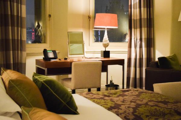 Lumières tamisées dans une très chic Superior Deluxe Room © Yonder.fr