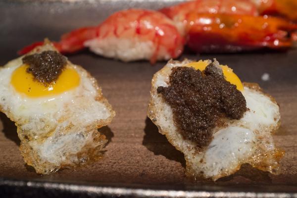 Langoustine et oeufs de caille à la crème de truffe blanche.