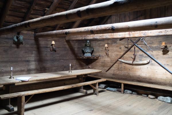 A l'intérieur de la Roykstovan. Kirkjubøur.