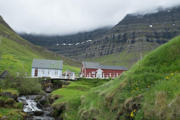 Le village de Kunoy situé sur l'île du même nom.