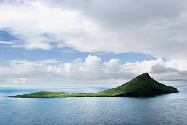 "L'île de Koltur vue de ""profil"".  © Visit Faroe Islands / Jakob Eskildsen"