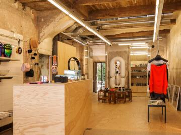 A la place des viandes, ce sont maintenant des pièces de créateurs triées sur le volet pour les Marseillais qui sont exposées © OlivierAmsellem