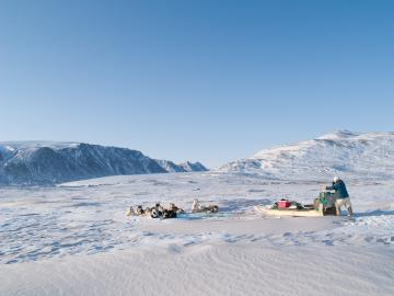 Pause sur le plateau au nord de la presqu'île de Piulip Nunaa.