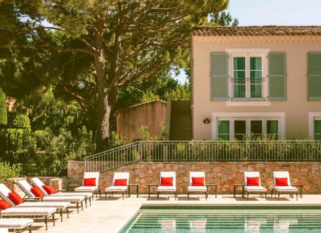 Tour d'horizon des plus hôtels avec piscine de la Côte d'Azur en 10 longueurs. Olympique, à débordement, chauffée, d'eau de mer ou naturelle, la piscine est l'équipement indispensable pour braver les chaleurs estivales de la Riviera.