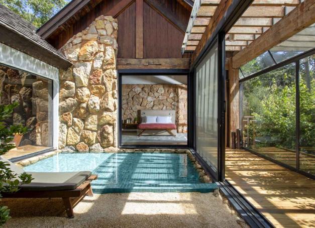 L'hôtel Six Senses Botanique ouvre ses portes entre Rio de Janeiro et São Paulo, dans le massif montagneux de Mantiqueira au Brésil. L'enseigne, spécialiste de l'ultra luxe durable et du bien-être, inaugure ici son premier hôtel sur le continent américain.
