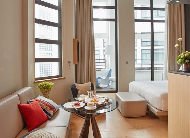 Quels sont les meilleurs hôtels du 7ème arrondissement, carrefour des arts et du pouvoir qui cultive son chic àl'ombre de la Tour Eiffel ? Notre sélection des meilleurs hôtels situés entre les allées du Champ-de-Mars, l'hôtel desInvalides et les quais de Seine.