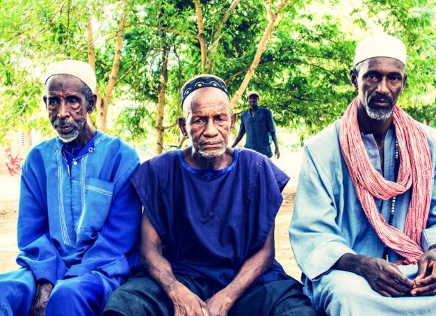 « Ce qui frappe immédiatement, ce sont les bruits, les odeurs, les couleurs, le mouvement incessant. Un mélange de stimulations ininterrompues, de langueur, de chaleur et de longues discussions sous l'arbre à palabre. » Après un séjour en immersion au Burkina Faso, Pierre Gunther partage avec nous une expérience humaine exceptionnelle.