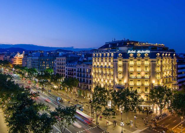 En 2018, le Majestic Hotel & Spa Barcelona célébrait le centenaire de son ouverture et sa consécration en tant que plus ancien 5-étoiles de Barcelone. Entièrement transformé en 2013 par le plus ambitieux projet de rénovation de son histoire, l'hôtel a rappelé qu'il était une institution de la capitale catalane.
