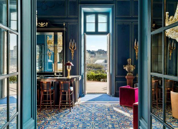 L'Hôtel du Palais à Biarritz rouvre ses portes aujourd'hui, le 26 mars 2021. Après deux années de travaux, le seul palace de la côte atlantique dévoile un décor rafraîchi et embelli. La visite en images.