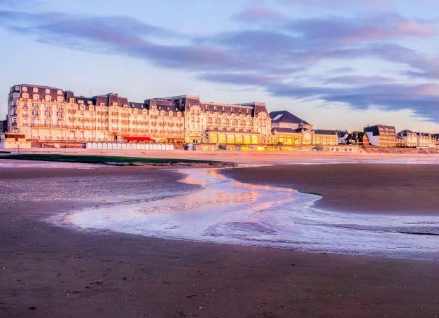 De la campagne duPays d'Auge aux parcs à huîtres de la baie des Veys, des plages du Débarquement aux charmantesstations balnéaires de la Côtefleurie, (re)découvrez le Calvados, véritable concentré de Normandie, le temps d'un long week-end.