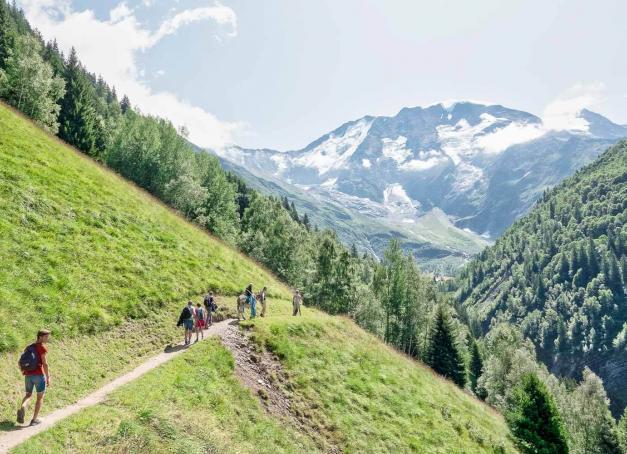 Six idées d'activités montagne à pratiquer en été à Saint-Gervais Mont-Blanc. Une destination rêvée pour s'essayer à l'alpinisme, la randonnée glaciaire, l'escalade, le VTT ou encore le saut à l'élastique, que l'on soit novice ou pratiquant confirmé ! Tour d'horizon des activités de l'été.