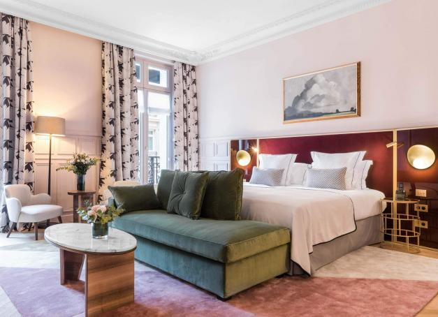 Dans quels hôtels chics séjourner à Paris ? La réponse avec 10 hôtels parmi les plus élégants de la capitale.