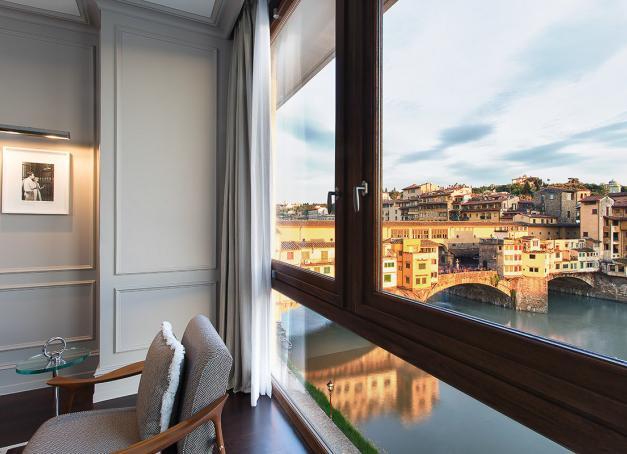 Avec ses intérieurs élégants et sa situation stratégique sur les rives de l'Arno et à deux pas du Ponte Vecchio, le Portrait Firenze est l'un des plus beaux hôtels de Florence. Découverte.