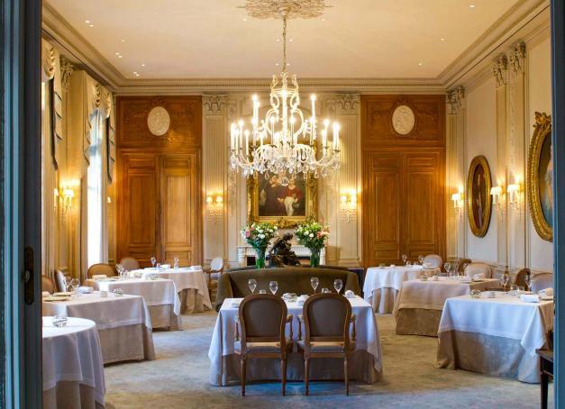 Capitale officieuse de la Champagne, Reims abrite les maisons de champagne les plus prestigieuses ainsi que quelques perles gastronomiques, les unes allant rarement sans les autres. Voici une sélection de nos plus belles adresses pour se restaurer si vous êtes de passage à Reims.