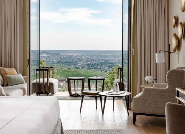 Quels sont les plus beaux hôtels 5 étoiles de France ? Hôtels particuliers, somptueuses villas, chalets de luxe, demeures secrètes ou boutique-hôtels intimistes, découvrez ici la sélection de la rédaction.