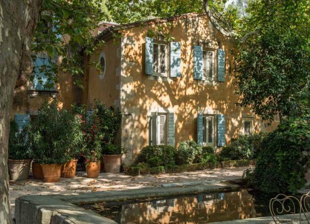 On profite de la Provence et de sa météo clémente pour un week-end dans les Alpilles, à la découverte des Baux-de-Provence hors saison, des vignes, musées et de Baumanière, hôtel légendaire de la région et table 3-étoiles Michelin.
