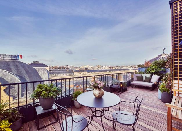 Mythiques ou intimistes, branchés ou rétro-chics, découvrez une sélection de 10 de plus beaux hôtels 5-étoiles de Paris.