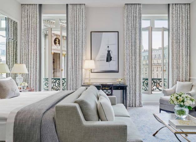 Après trois années de rénovation menées tambour battant par l'architecte Pierre-Yves Rochon, le grand hôtel parisien, adresse mythique du quartier de l'Opéra, retrouve de sa superbe. Visite guidée.