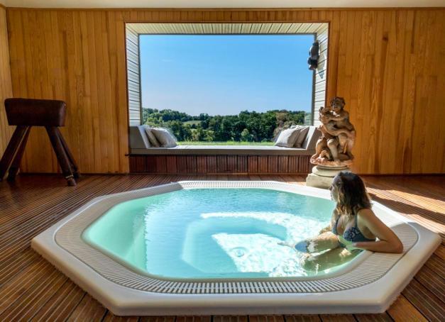 De la Bourgogne à Noirmoutier, de l'Aveyron aux Ardennes, découvrez 5 hôtels où prendre du temps pour soi alors que l'été est désormais derrière nous. En bonus : 5 adresses complémentaires pour satisfaire toutes vos envies d'escapades.