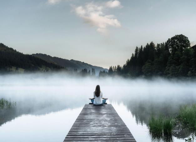 De nombreux lacs d'un bleu profond se cachent le long des chemins de randonnée dans les alentours de Gstaad. De quoi se rafraîchir dans des eaux vivifiantes, pratiquer de nombreuses activités et découvrir la montagne sous un autre angle.
