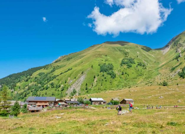 Cet été, c'est décidé, direction la montagne et ses bienfaits.Jamais avare de randonnées,laCompagnie des Guides de Saint-Gervais- Les Contaminesen partenariat avec les Offices de Tourisme de Saint-Gervais Mont-Blanc et des Contamines-Montjoie aconcocté un trek autour du Val Montjoie. 5 jours de déconnexion avec le quotidien. De reconnexion avec la nature. Et on peut même le faire en famille!