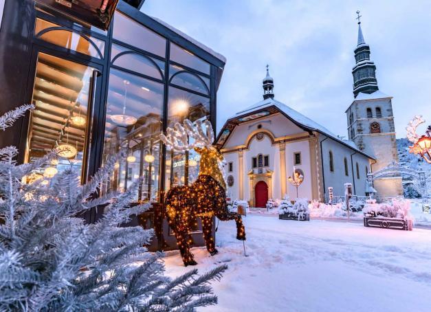 Malgré la fermeture des remontées mécaniques, Saint-Gervais Mont-Blanc s'apprête à accueillir les amoureux de montagne pour les vacances de fin d'année. Pas de ski au programme mais une foule d'activités pour profiter de Noël sous la neige !