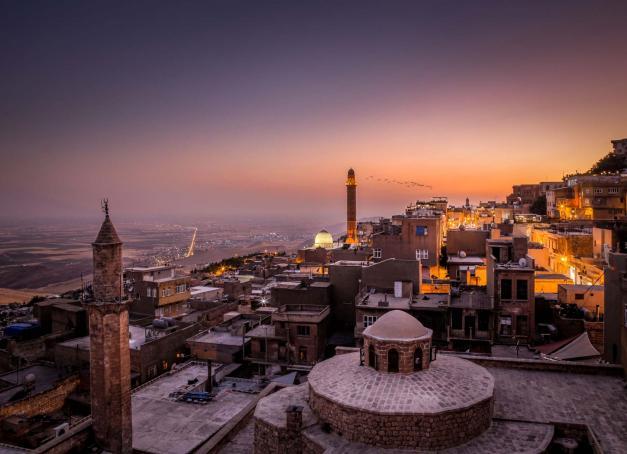 Mardin, ville de l'extrême-orient turc, recèle une histoire qui remonte à plusieurs millénaires, au milieu de la plaine de Mésopotamie. Une escapade idéale depuis Istanbul.