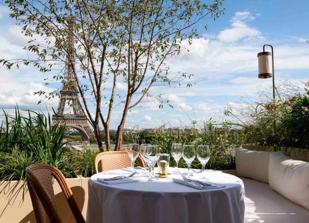 Quelles sont les plus belles terrasses de Paris ? Découvrez en images 10 adresses exclusives, soigneusement sélectionnées par la rédaction de YONDER pour profiter au maximum de l'été.