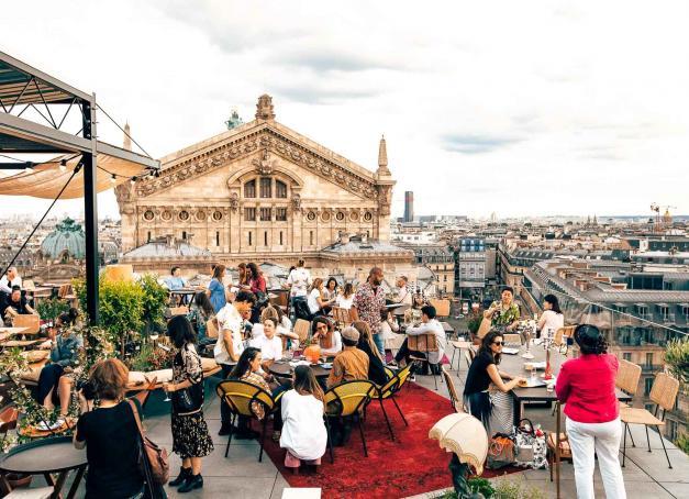 Autrefois l'apanage de villes comme New York, Barcelone ou Bangkok, les rooftops se sont peu à peu installés dans le paysage parisien. On fait le point sur les 10 meilleures adresses de l'été 2019.