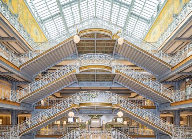 Mise en sommeil depuis 2005, la Samaritaine revue et corrigée par LVMH a rouvert ses portes le 23 juin après des travaux d'une ampleur inégalée. Sur les 20,000 mètres cassésde magasin se répartissent 12 points de restauration pensés pour incarner l'art de vivre à la française.